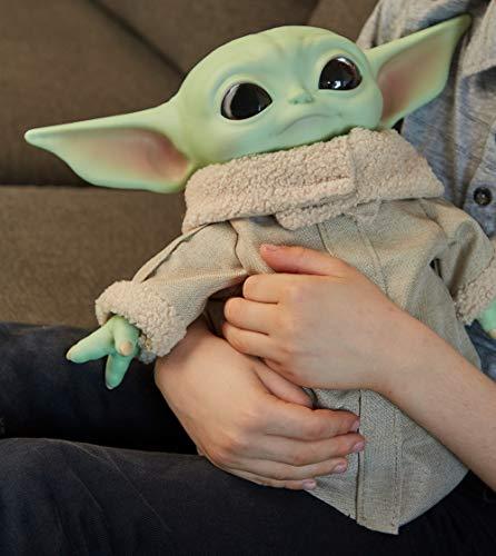 Star Wars Baby Yoda El niño de la serie The Mandalorian, figura peluche de 28 cm, color verde, (Mattel GWD85)