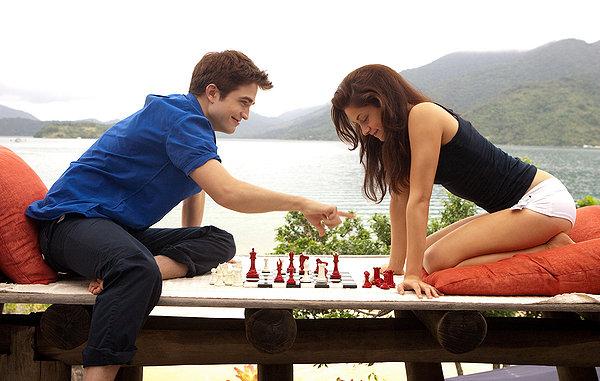 Resultado de imagen para personas jugando juegos de mesa